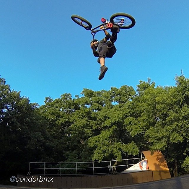 """by @condorbmx """"I love backyard #cancanairs first one on my new ride. #backyardsess43 @hoffmanbikes"""" #hoffmanteam #hoffmanbikes"""