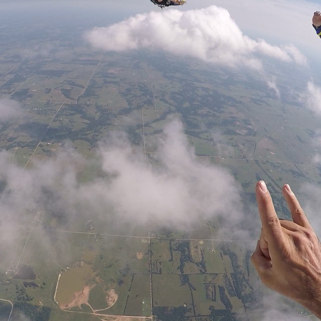 Flew around with some friends with a visit from the clouds @okskydiving_center