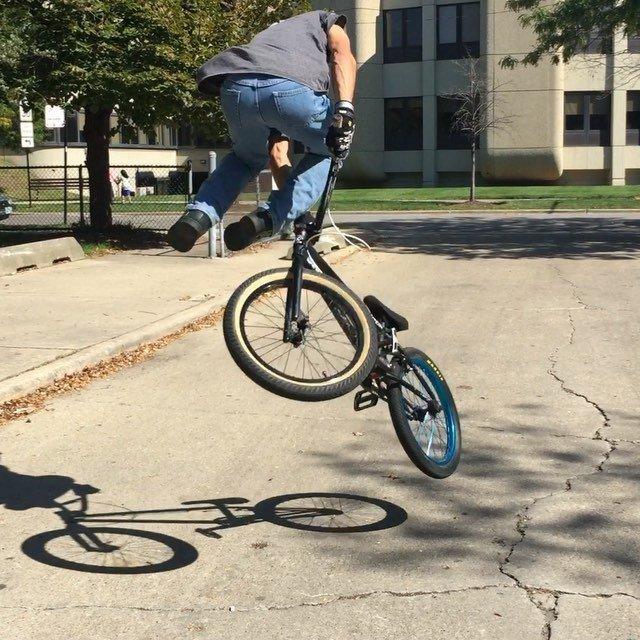 BOOM - Hop 3 down whip by @steve_kolb_ @letsroastcycles @hoffmanbikes