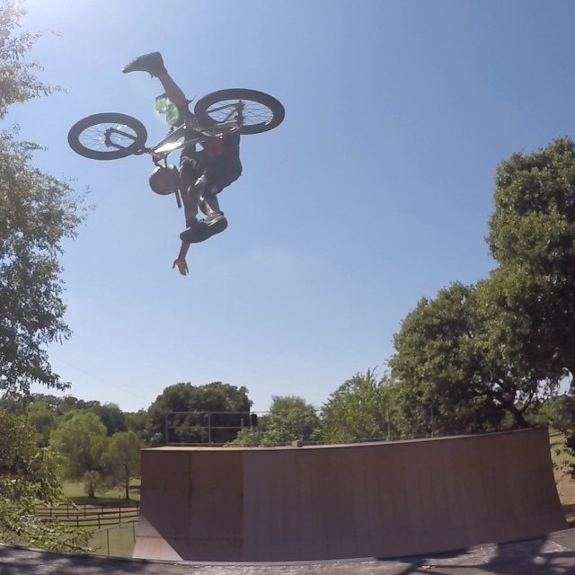 Here's another slow mo oldie like yesterday but after the no hand I grab with one hand to a no foot one hand.
