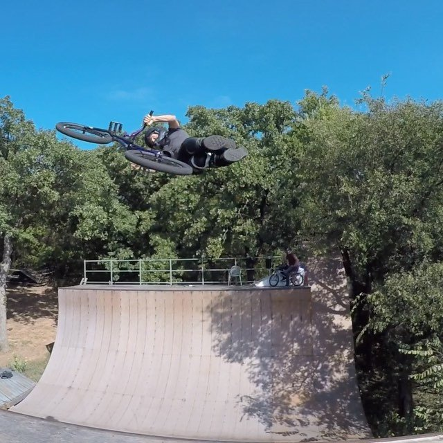 This weeks #backyardsess43. On my way to California to ride with @tonyhawk and posse at the fundraiser where this bike will be auctioned off after the demo.