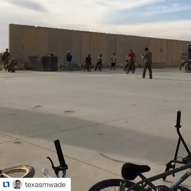 @texasmwade repost of his ridiculous awesomeness @bikesoverbaghdad @hoffmanbikes