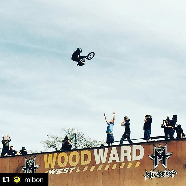 Another repost from yesterday's big air session .