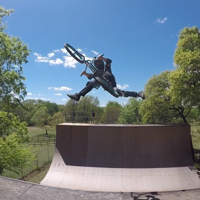 A couple clips from today's another beautiful day to ride. POV