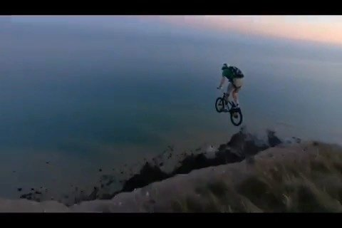 HB Research and development  • @lemmingsbase Thanks for the nice and close footage @bs_2215  and cheers again @condorbmx for the bike. Decided to keep this one more chilled then the last one and not flip. Such a beauty of an evening 🤙 #bmx #basejump #basejumping #parachute #skydive #skydiving @hoffmanbikes @ataircanopies #ataircanopies #eastbourne #beachyhead