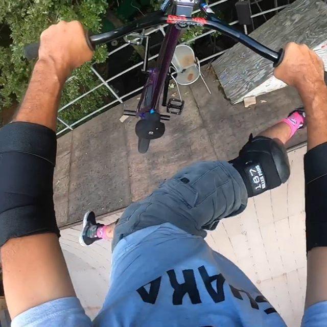 Ride Ride Ride!  Happy Happy Happy! #backyardsess434 @90theoriginal (socks) @- @_.shaka.std._ (T-shirt) exhibit (shorts) :) @ecosciencesco