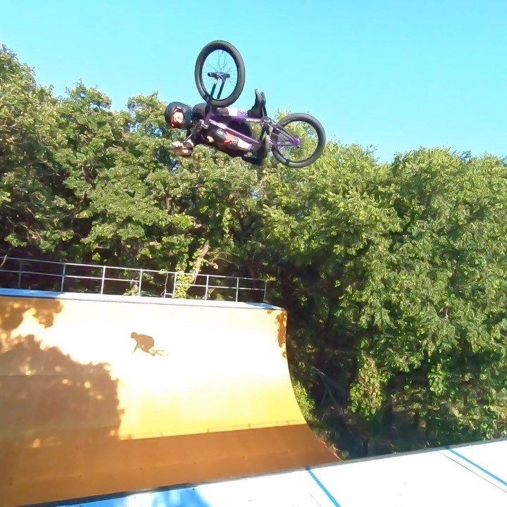 I love riding my bicycle.  Today's #backyardsess435 background music #snakefinger