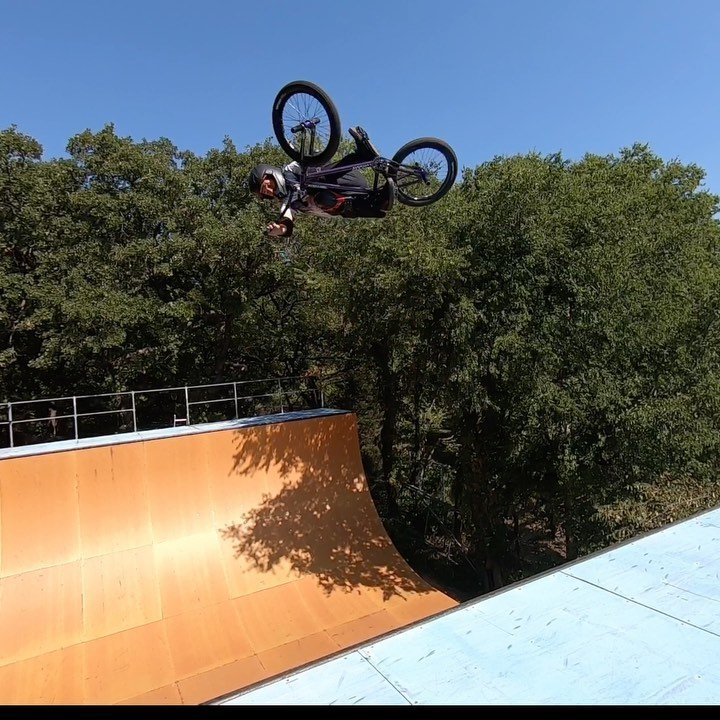 I was riding and the aggroness of @julianmolina_bmx took over and the next thing I know I'm throwing a whip.  Definitely not as stylish as Julian, but pulled... the second one.  Get inspired by the link in my profile.... #backyardsess435 background music ignition.